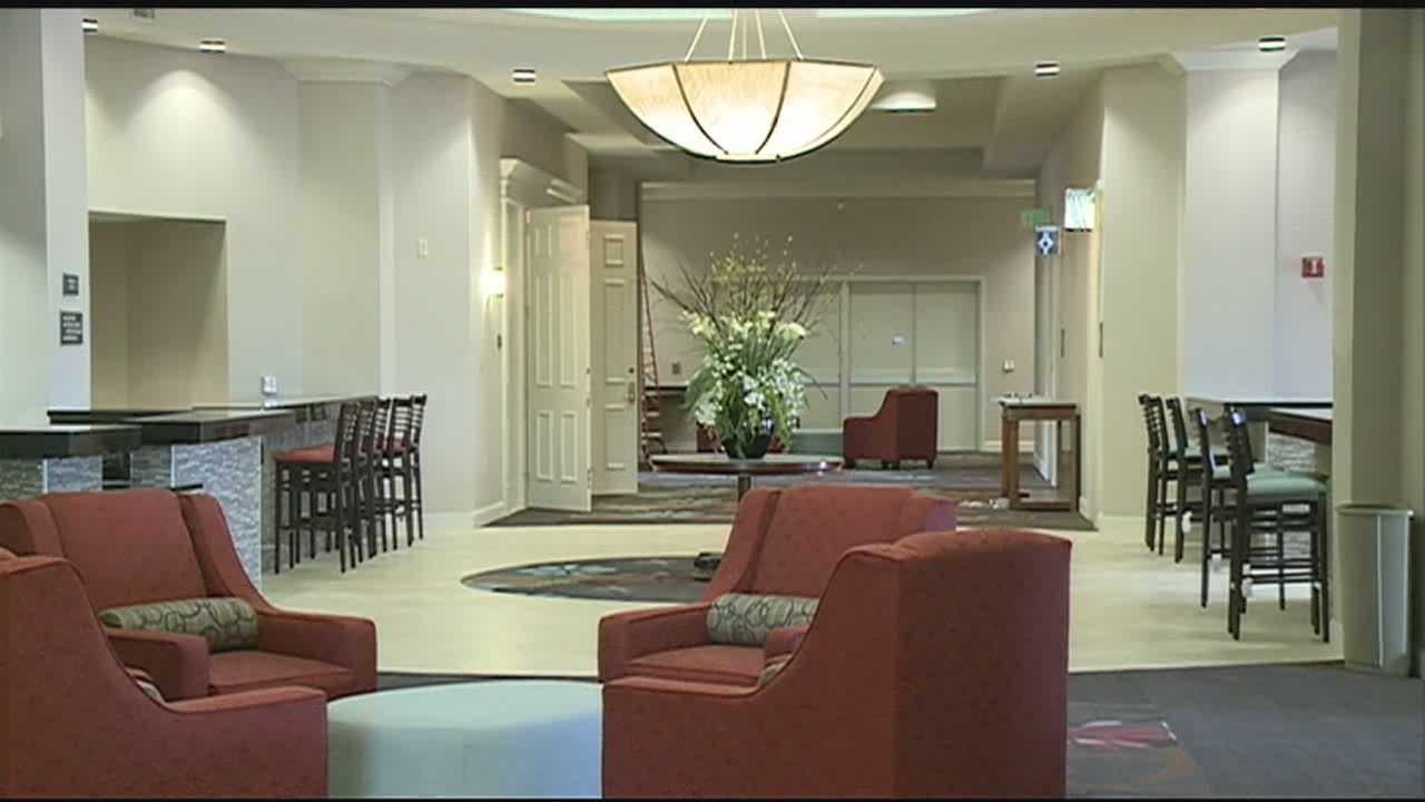 A Vicksburg-hotel is set to re-open.