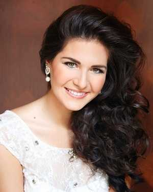 Miss MidSouth Bethany Noelle Cuevas. The Long Beach native attends the University of Southern Mississippi.