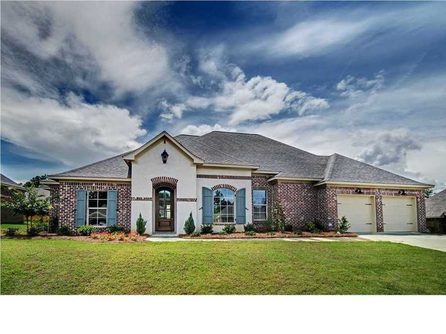 Location: 225 Bellamy Court, Flowood, MSThis beautiful new construction home includes four bedrooms, three bathrooms, a fully fenced backyard, and a large outdoor living space. The home is listed for $255K and is featured on realtor.com.