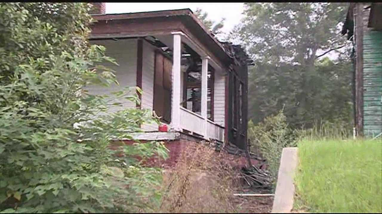 Investigators in Jackson are looking into what caused a double house fire in Jackson.
