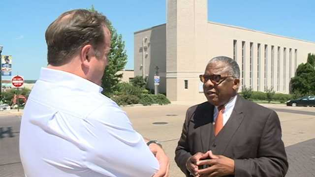 16 WAPT's Scott Simmons talks to Vicksburg Mayor George Flaggs.