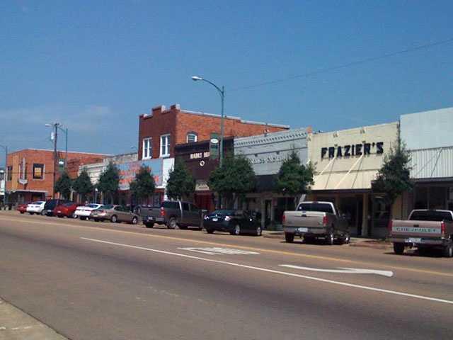 5. LouisvillePopulation: 7,000&#x3B; Violent crimes per 1000: 2.12&#x3B; Property crimes per 1000: 12.73&#x3B; Safer than 59 percent of U.S. cities.