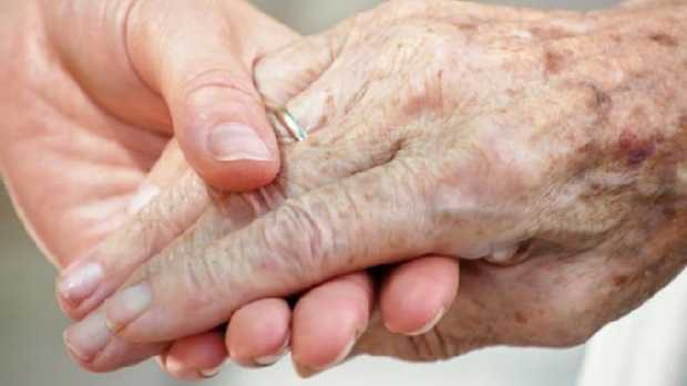In cold weather, friends of elders should check on them frequently, as age weakens the body's ability to sense and adapt to temperature changes.