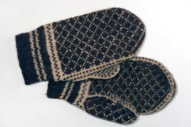 Wear mittens, not gloves&#x3B; mittens keep hands warmer than gloves.