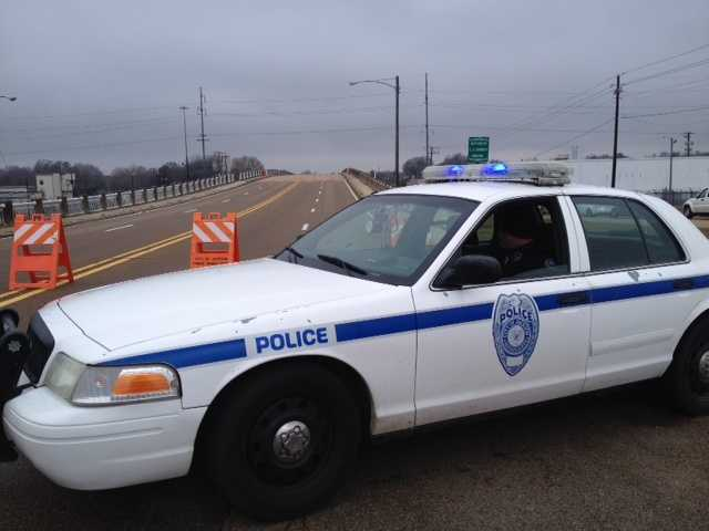 JPD officers closed the Woodrow Wilson Bridge crossing Mill Street because of ice.