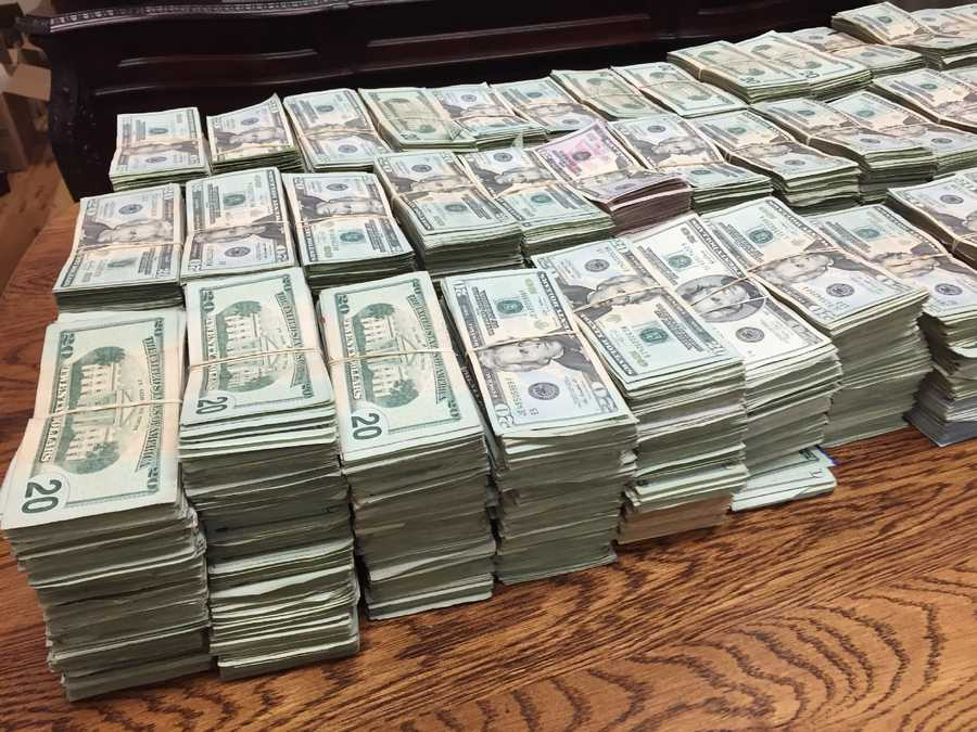 The Hinds County sheriff seizes more than $1 million during a traffic stop.