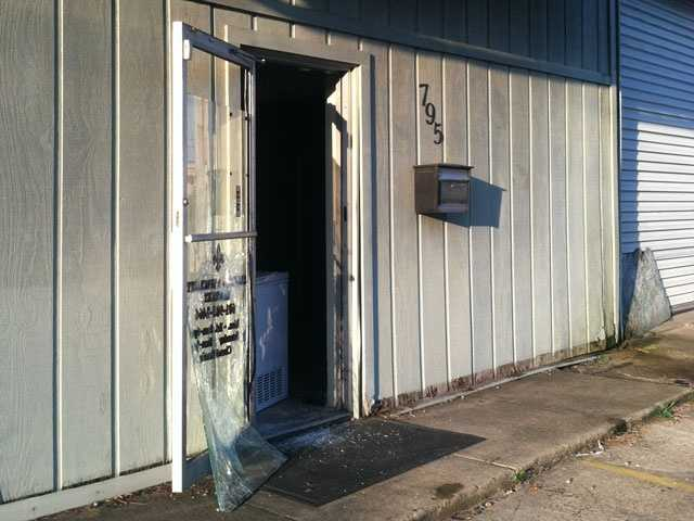 Crooks break through wall to get to safe authorities say for New orleans fish house