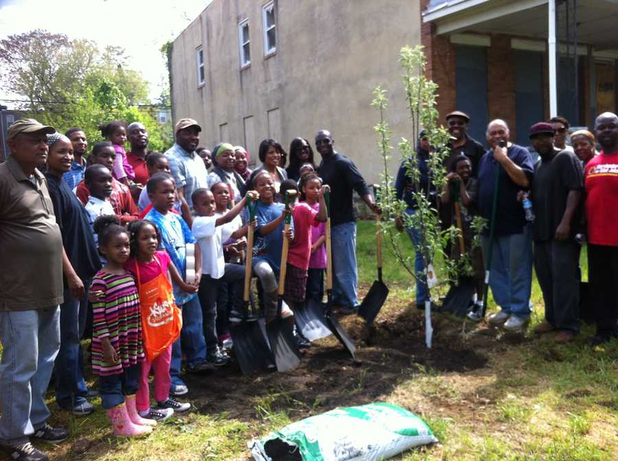 """""""We are grateful for the thousands of residents taking their time this weekend to make their neighborhoods cleaner and stronger,"""" Baltimore Mayor Stephanie Rawlings-Blake said."""