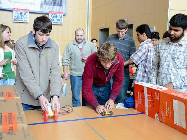 The lessons focus on teamwork in a competitive project for the end of the semester.