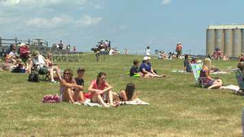 Visitors to Fort McHenry enjoyed a treat while Blue Angels pilots conducted a full dress rehearsal in the sky Friday afternoon.