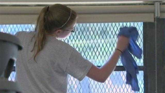 Out-of-state minitsry students help spruce up city schools