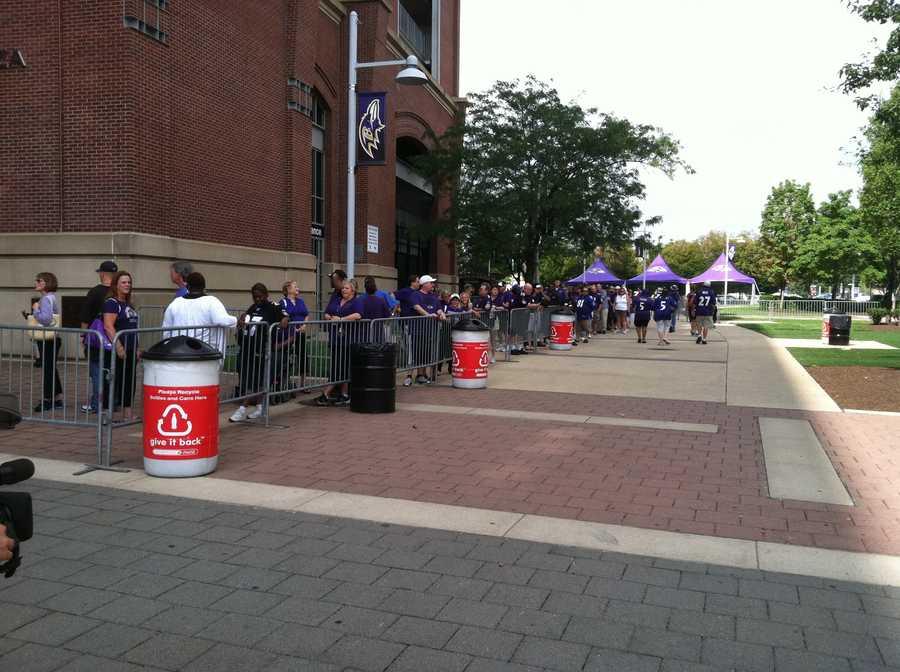 Baltimore Ravens fans line up Saturday to pay respect to Art Modell.