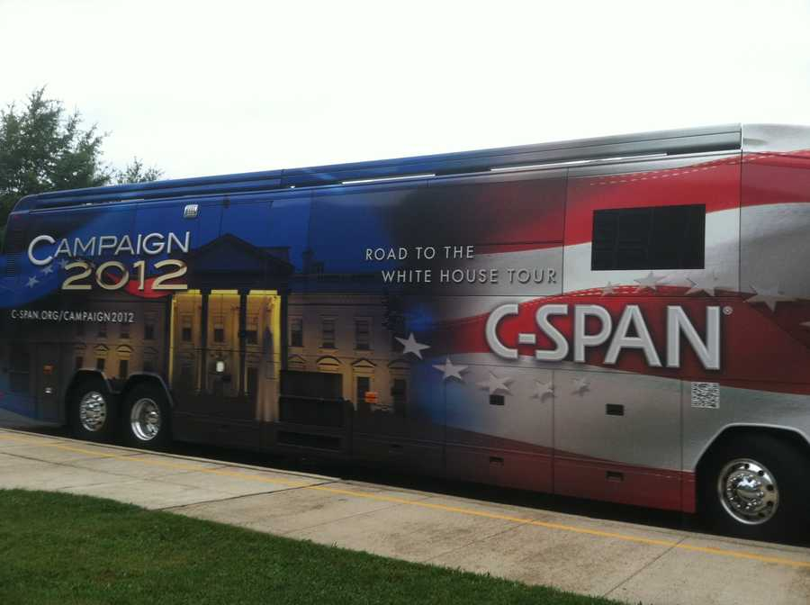 Students at Kenwood High School in Essex got an exclusive look at the road to the White House when C-SPAN's Campaign 2012 bus rolled into the school's parking lot.