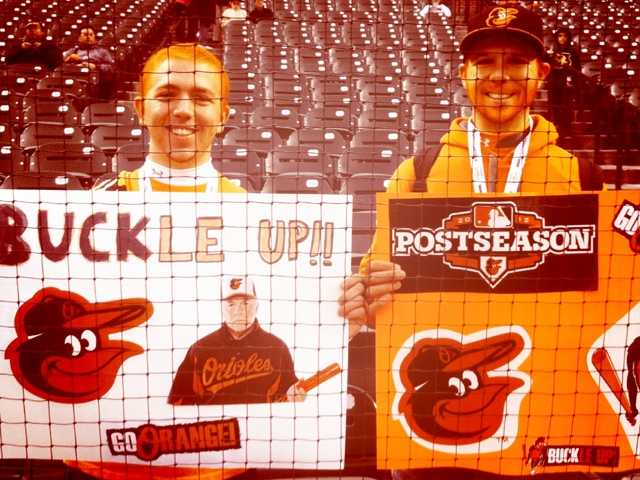 Pete finds fans totally decked out in orange. Great signs, guys!