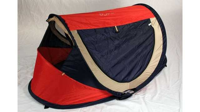 Pea Pod Travel Crib in red