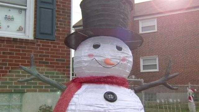 The burglar who took Frosty's arms earlier this week returned them to the property owner.
