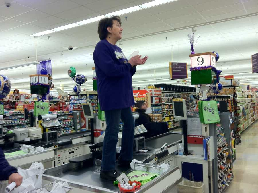 One if the employees at Giant getting a bird's eye view of the Ravens Rally in Abingdon.