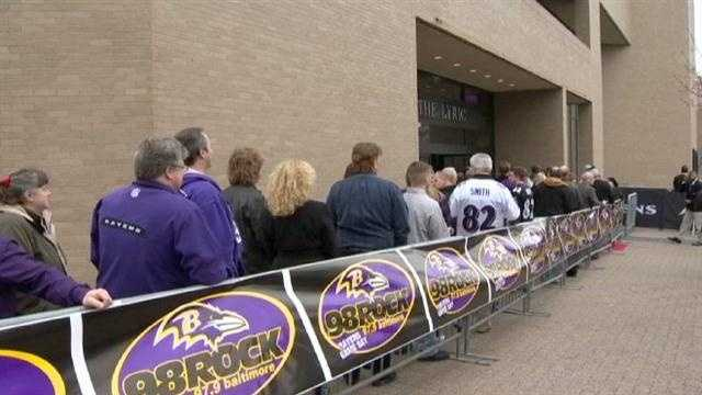 Many waited in long lines to join their favorite players at the event.