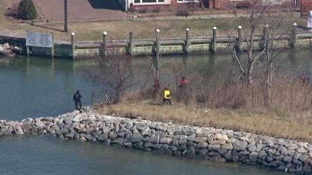 Investigators search for Robin Pope near the place where she disappeared.