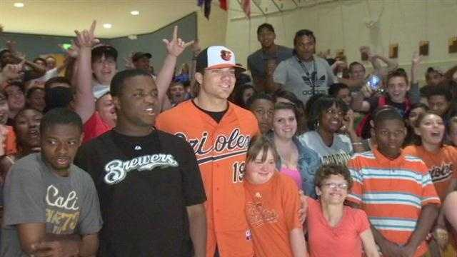 The Baltimore Orioles' hottest slugger Chris Davis visited Catonsville High School on Thursday as part of a program to teach teenagers about the dangers of texting and driving.