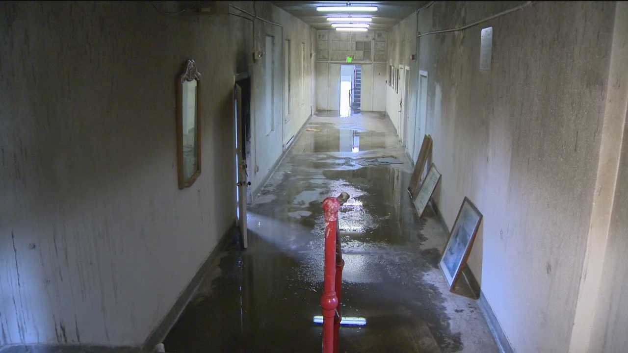Residents let back in after apartment fire&#x3B; Tenants angry