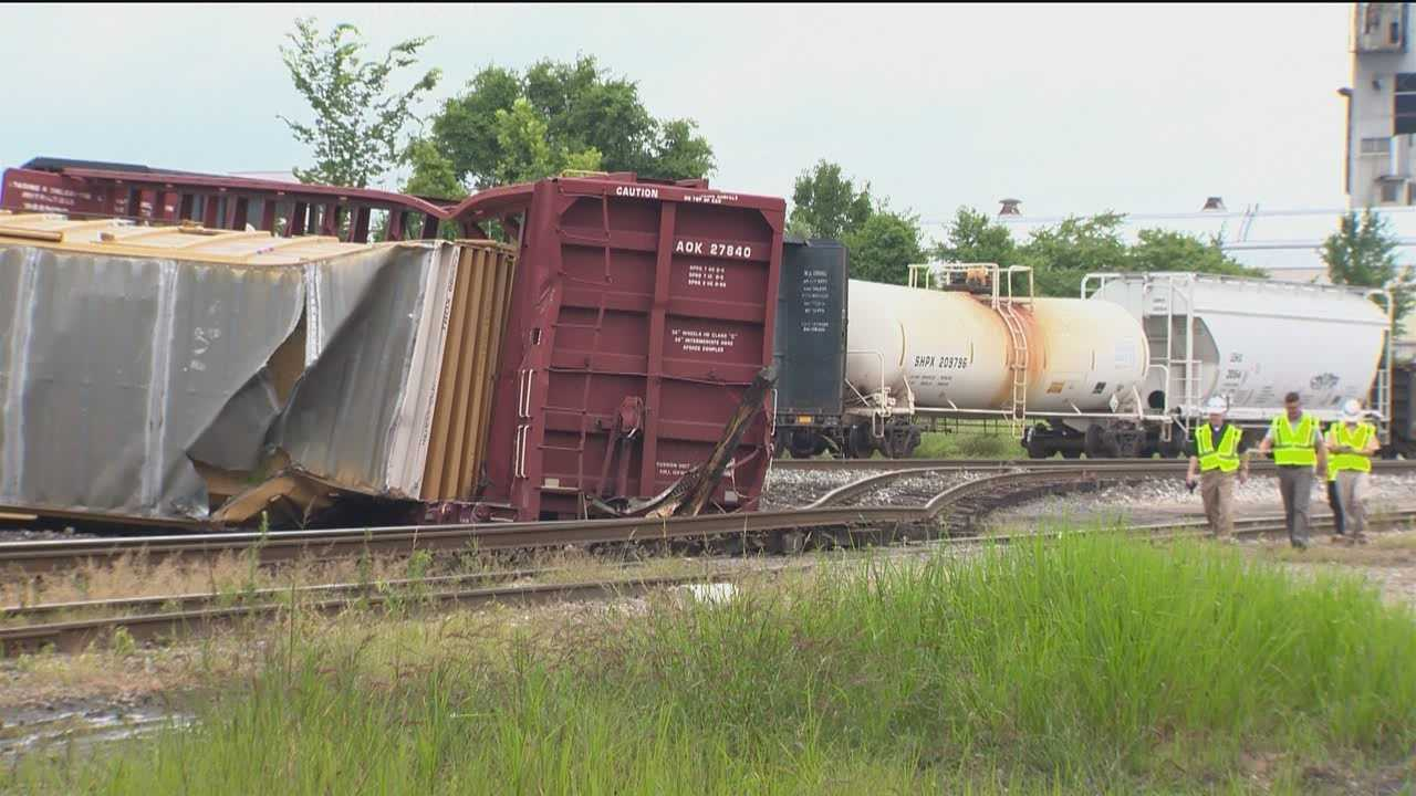 CSX authorities are investigating the cause of an eight-car train derailment in south Baltimore that caused delays for commuters Monday.