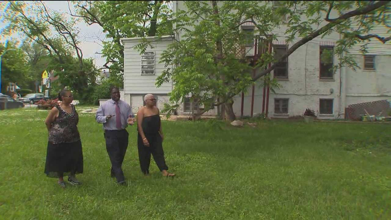 I-Team reporter Barry Simms walks the property with the Paxton sisters.