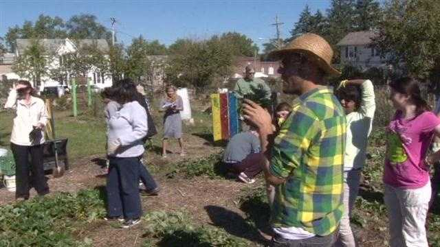 """They may be busy shooting Emmy Award-winning TV series in Baltimore, but the stars of HBO's """"Veep"""" and Netflix's """"House of Cards"""" got their hands dirty Tuesday afternoon to help some local students learn."""