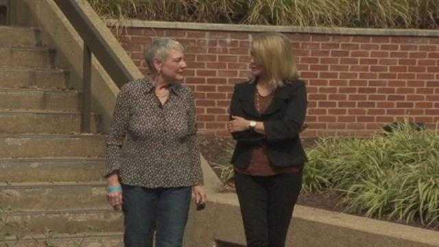 11 News' Donna Hamilton talks with plastic surgery patient Joyce McGinnis.