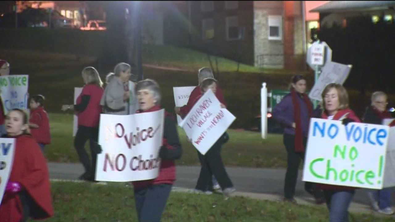 Parents protest reopening school&#x3B; Plan approved anyway