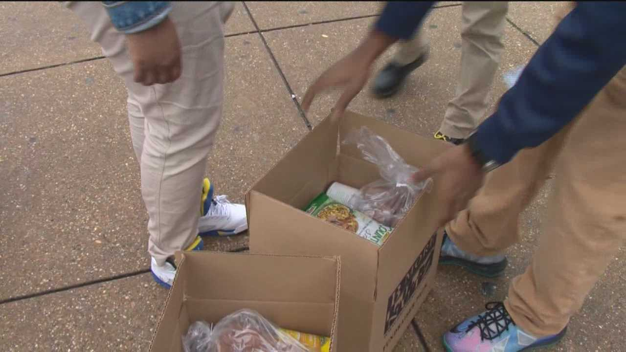 Students deliver food for Thanksgiving