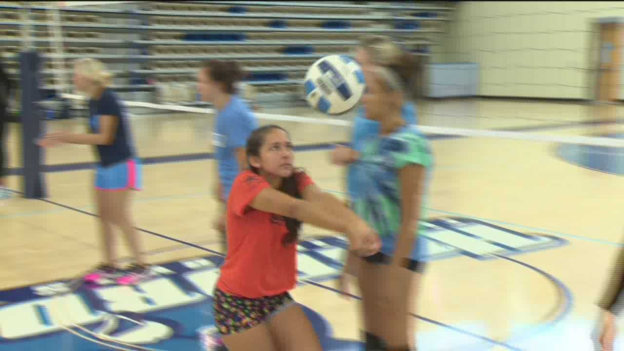 Olympian teaches volleyball players