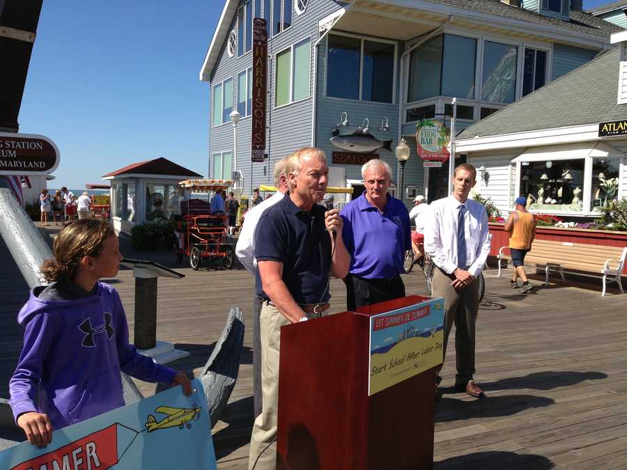 """Several people gathered for the """"Let Summer Be Summer"""" petition drive on the Ocean City boardwalk in an effort to gather 10,000 signatures that Franchot will present to the Maryland General Assembly in January."""