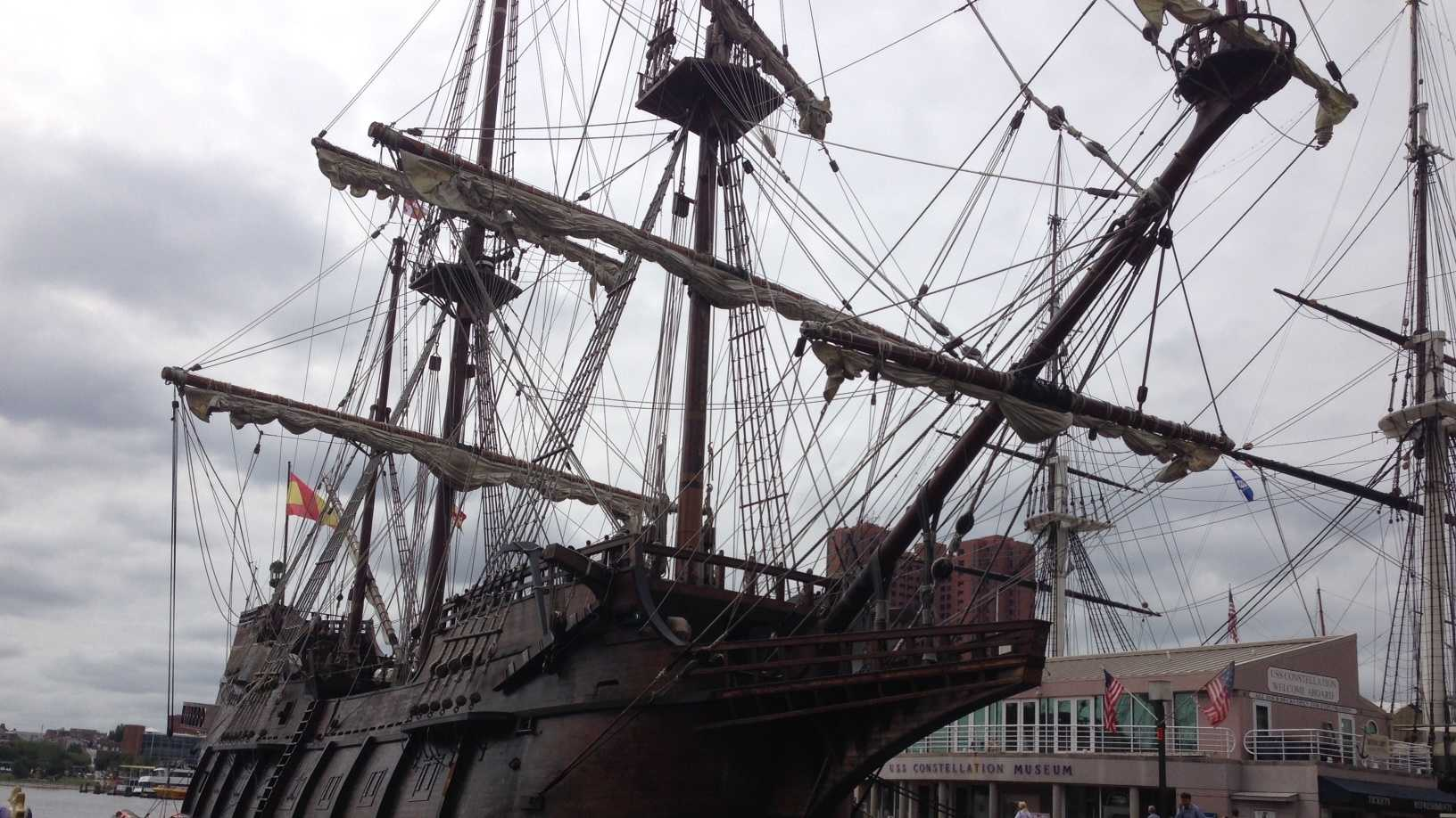 El Galeon Andalucia is a Spanish ship built in 2009. It is a replica of a ship that was used to ship goods, such as gold and spices, during the 16th century.