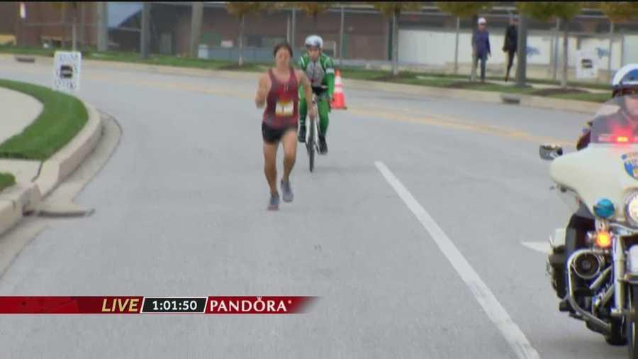Dave Berdan struggles at Mile 10, as his hip injury is evident.