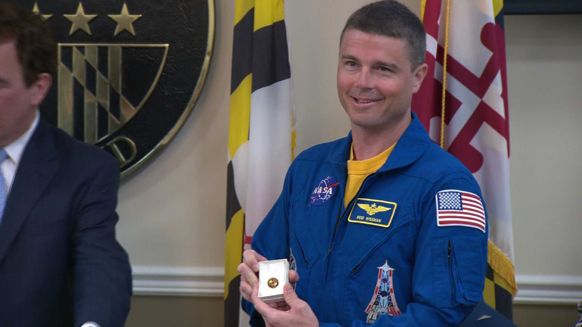 Astronaut Reid Wiseman receives the Baltimore County hero pin.