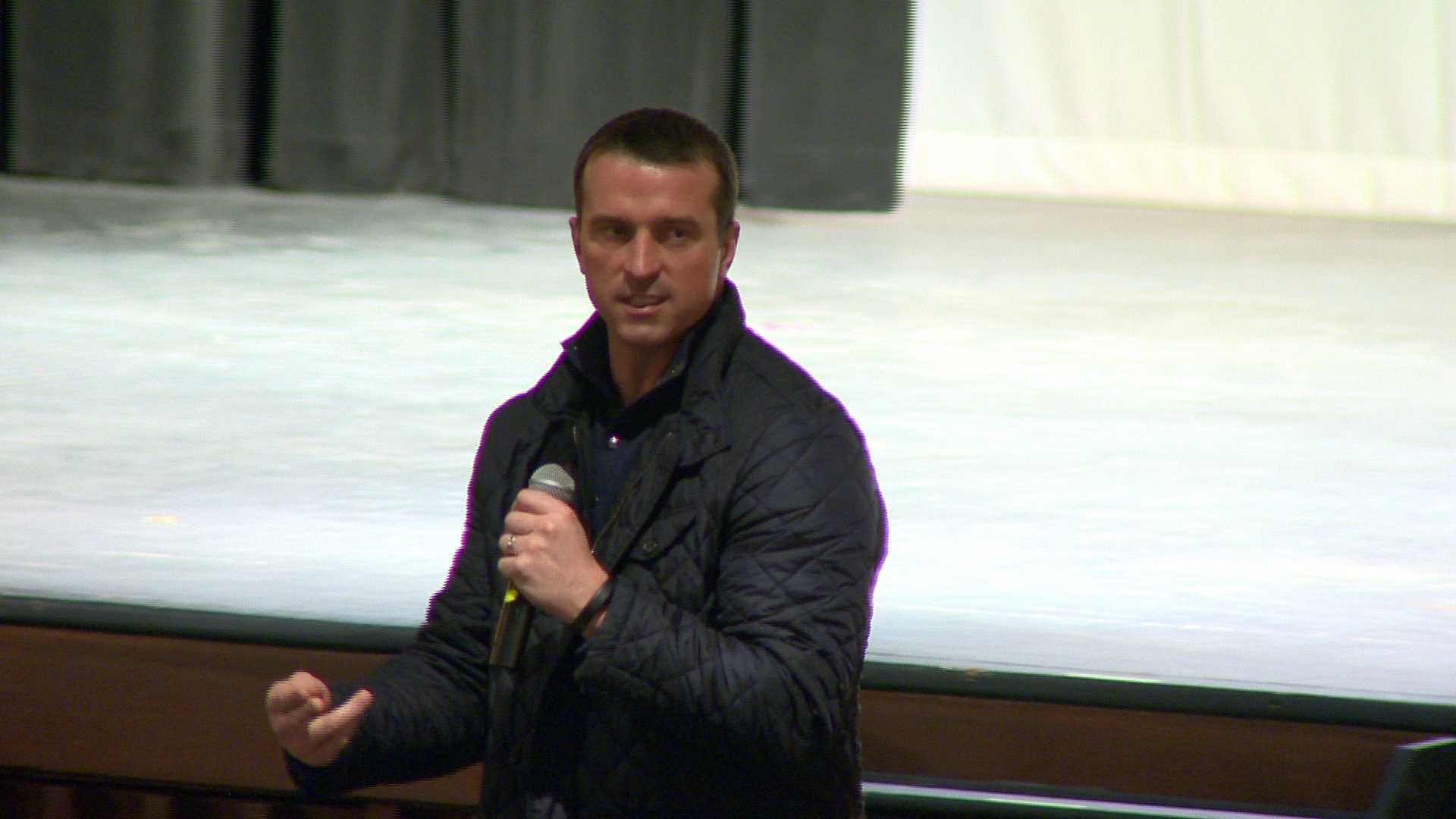 Former NBA player Chris Herren talks to kids about a subject he knows all too well -- the pitfalls of using heroin.