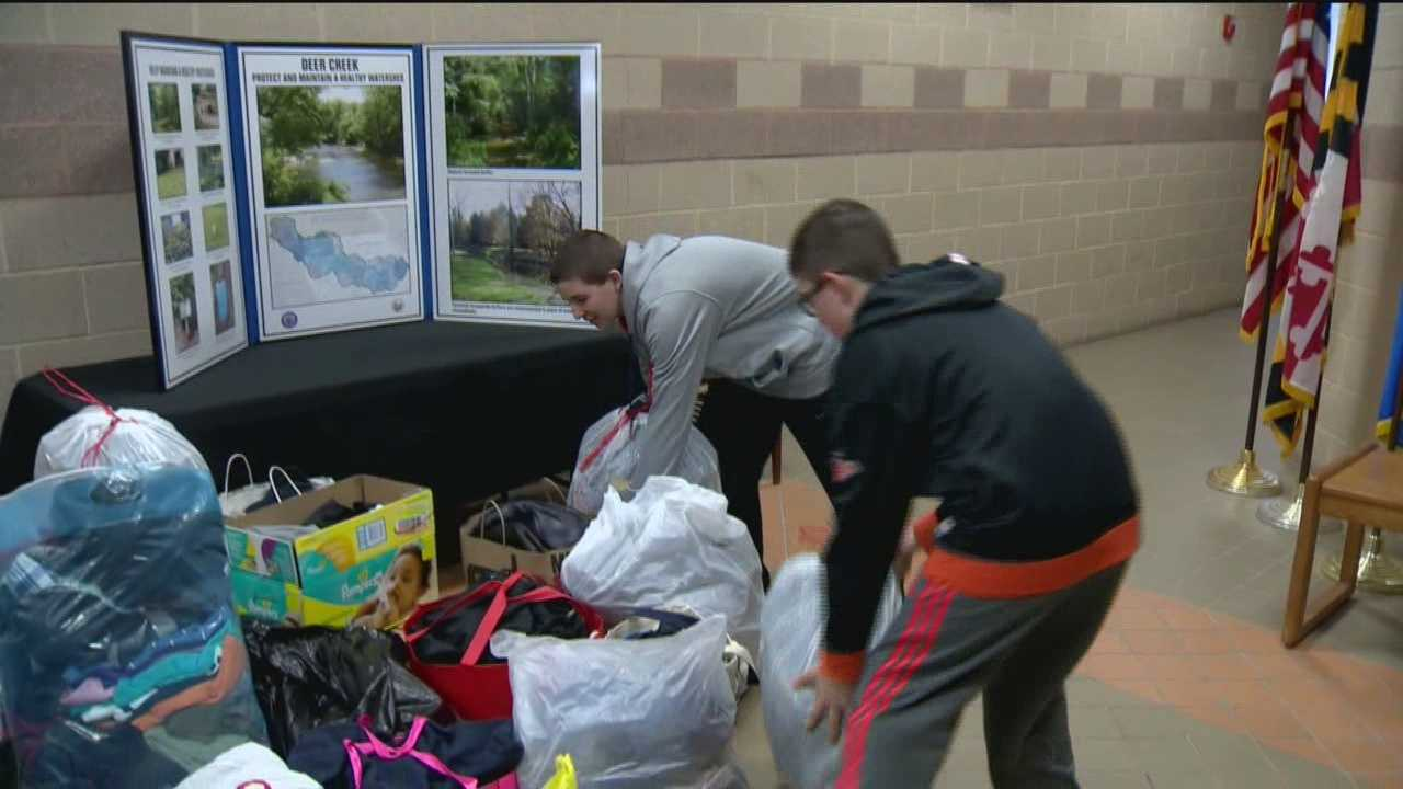 A youth football team is lending a hand to help an Edgewood family who lost everything in a fire Friday get back on its feet.