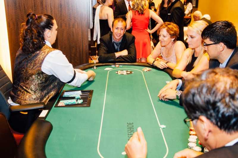 """""""Yelp UNDERCOVER: Secret Agent Soirée at Horseshoe Casino"""" - Yelpers looking to win!"""