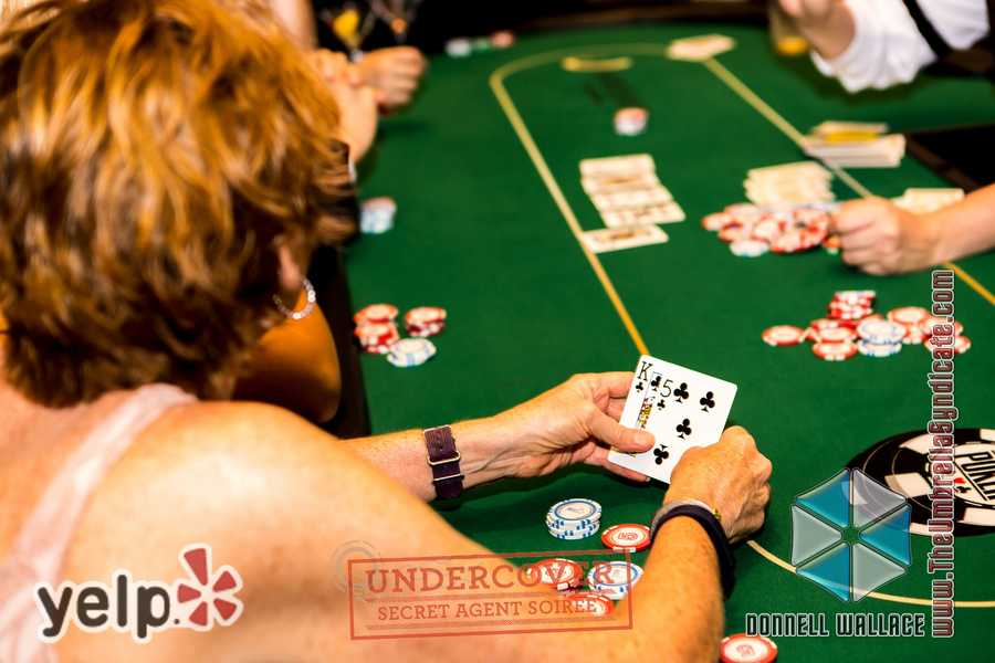"""Yelp UNDERCOVER: Secret Agent Soirée at Horseshoe Casino"" - Horseshoe Casino taught Yelpers a few new skills!"