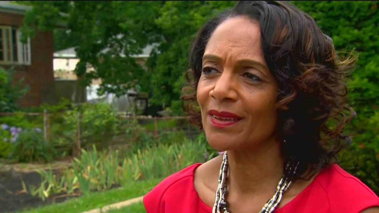 As she takes her first steps toward reclaiming her old job, former Mayor Sheila Dixon wants everyone to know she's sorry.