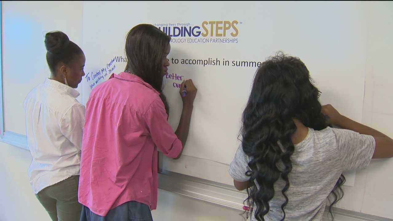 A group of 25 Baltimore high school students will have the chance to intern for a company this summer as part of a nonprofit's push to get kids into science and technology fields.