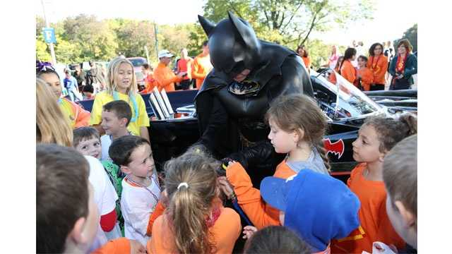 Lenny Robinson greets children at a past Race for Our Kids event at Sinai Hospital Robinson was killed in a car crash in August. The hospital will honor him at this year's event.