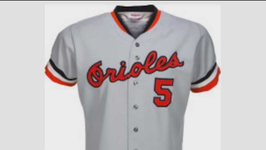 Orioles Hall of Fame third baseman Brooks Robinson said he will donate all the proceeds from an auction of his baseball memorabilia to his charitable foundation.
