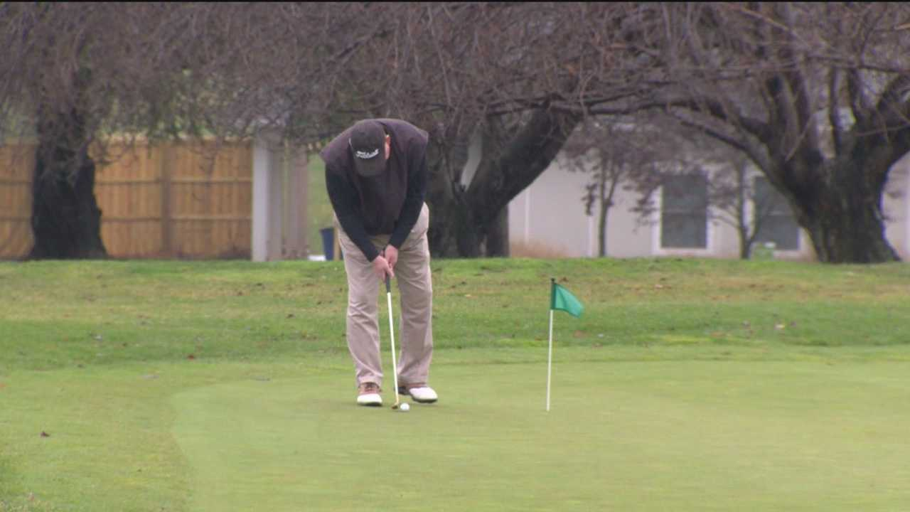 Christmas Eve often means rushing out to get last-minute gifts, heading to the grocery store for a few more ingredients, or wrapping presents. But this Christmas Eve, there are many people are taking advantage of the record warm temperatures on the golf course.