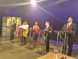 The minutes before the debate begins ...