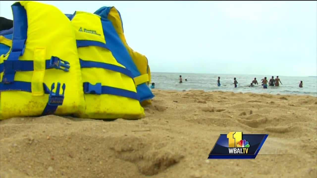 Police say extra boat patrols will be conducting safety checks as the summer boating season begins. Anyone who doesn't have enough life jackets, or has inadequate ones, will be issued a ticket and returned to the launch ramp. The safety checks come after last year, which was the deadliest boating season in two decades. In 2015, 21 people died in water-related incidents across the state. Eighteen of the victims were not wearing life jackets.