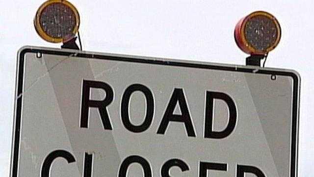 road closed sign - 20069227