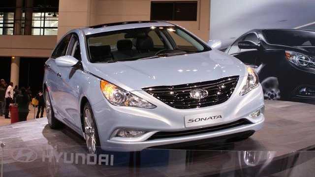 Family cars - 2011 Hyundai Sonata 1