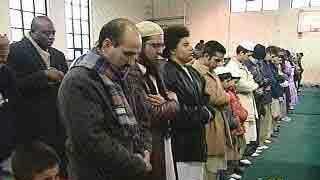 Muslims praying - 4113754